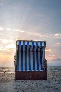 Chaise de plage sur la côte de la mer Baltique sur Sergej Nickel
