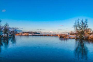 Bevroren meer in Noord-Holland van Leanne van Iersel