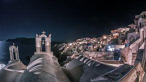 Santorini by night van Dennis Van Donzel