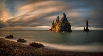Reynisdrangar rocks van
