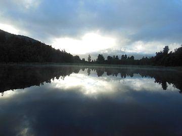 Mirror lake van Joelle van Buren
