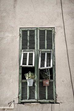 Fenêtre avec volets sur Anouschka Hendriks