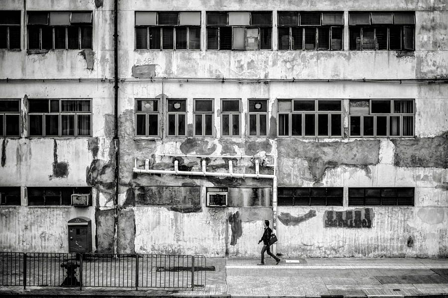 Walking in Chai Wan van Cho Tang