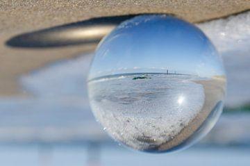 strand en zee door een lensbal sur Annelies Cranendonk