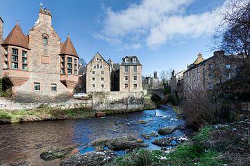 Historische Gebäude entlang des Flusses Leith in Edinburghs Dean Village von Peter de Kievith Fotografie