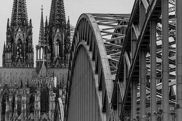 Keulen, Dom en Hohenzollernbrücke, zwart wit