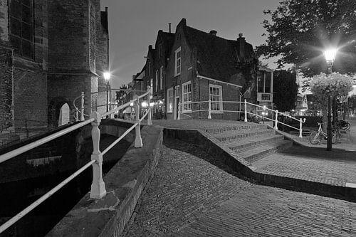 Nachtfoto brug Kerkstraat Delft van
