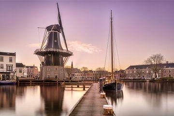 Mühle der Adriaan bei Sonnenuntergang von Ruud van der Aalst
