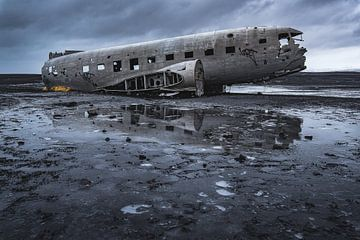Abandoned DC3 wreckage (2) van Andreas Jansen