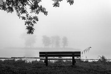 Bank in de mist von Rinus Lasschuyt Fotografie
