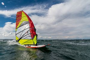 Speeding Windsurfer van Lorenzo Nijholt