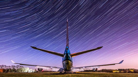 KLM Boeing 747 onder de sterren hemel van Mark de Bruin