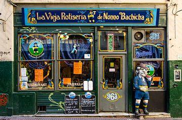 Etalage in de wijk San Telmo in Buenos Aires Argentinië van Dieter Walther