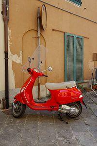 Rode Vespa scooter in Italië