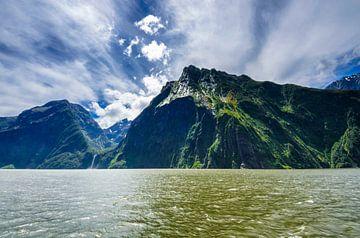 Gebergte in Milford Sound - Nieuw Zeeland van