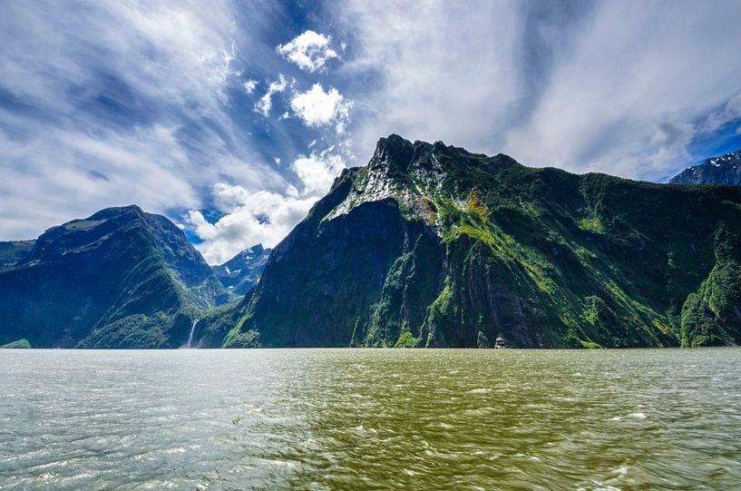 Gebergte in Milford Sound - Nieuw Zeeland van Ricardo Bouman