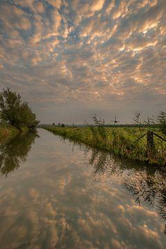 Wunderschöner Sonnenaufgang bei De Marsch (Windmühle) in Lienden in der Betuwe von Moetwil en van Dijk - Fotografie