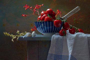 Stilleben Tomaten in blauer Schale von Willy Sengers
