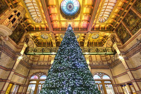 Kerstboom Stationshal Groningen van Frenk Volt