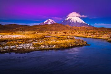 De nacht valt over de Parinacota vulkaan van Chris Stenger