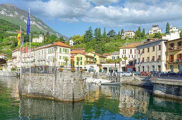 de kleine haven van Menaggio aan het Como meer van Peter Eckert