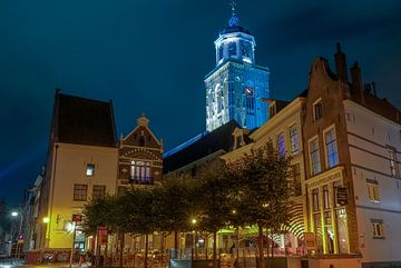 Deventer Lebuinus kerk vanaf nieuwe markt van Han Kedde