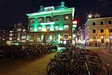 Amsterdam bij nacht in Nederland von Nisangha Masselink