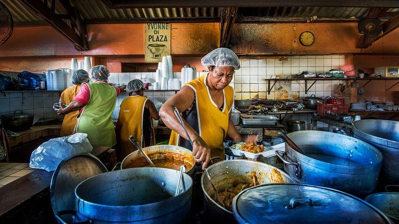 Plasa Bieu, Curacao, sfeerfoto van lokaal restaurant van Keesnan Dogger Fotografie