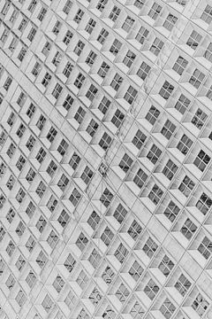 Abstraktes Foto von La Défense in schwarz-weiß in Paris, Frankreich von Bas Meelker