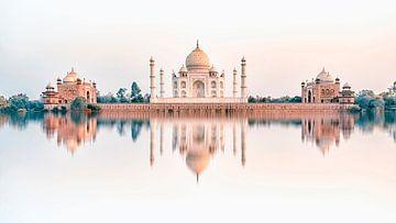 Tja Mahal in de avond van Manjik Pictures