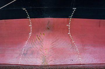 Schiffsbug eines Hochseeschiffes im Hafen. von scheepskijkerhavenfotografie