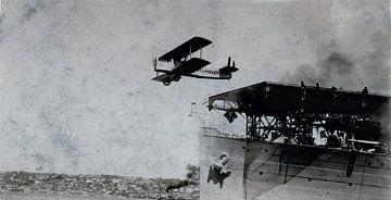 Douglas-Doppeldecker DT-2 hebt von einem Flugzeugträger ab, 1925