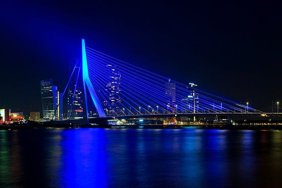 Blauwe Erasmusbrug te Rotterdam van Anton de Zeeuw