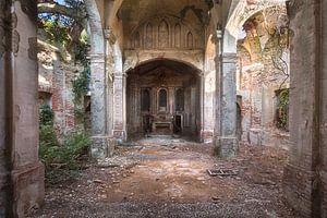 Verlassene Kirche im Verfall