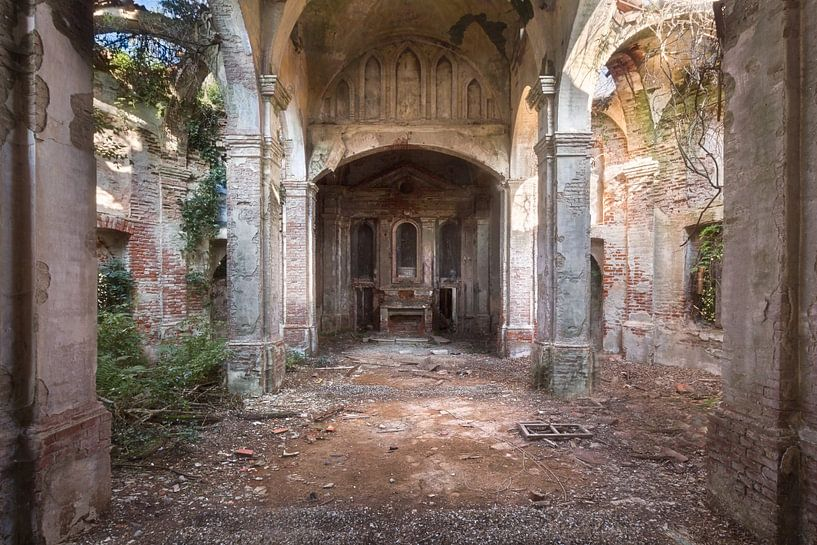 Verlassene Kirche im Verfall von Roman Robroek