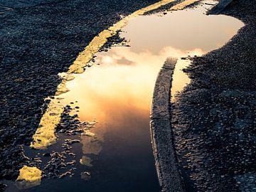 Waterreflectie met wolken van Alexander Dorn