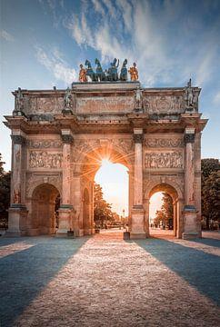 Arc de Triomphe devant le Musée du Louvre au coucher du soleil, Paris sur Christian Müringer