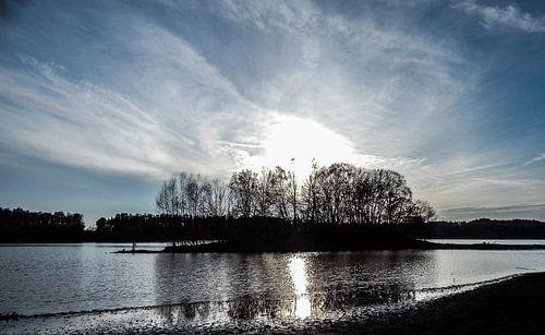 Sonnenuntergang am See van