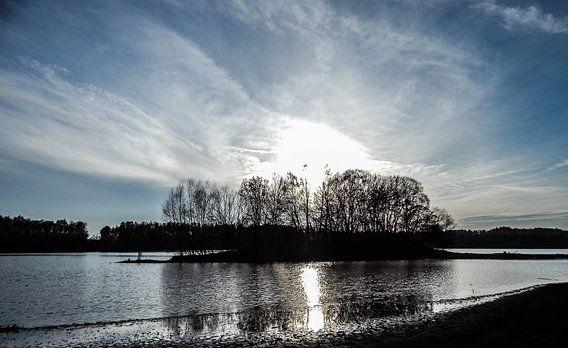 Sonnenuntergang am See van Tobi Bury