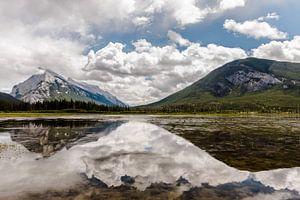 Berg meer reflexie van