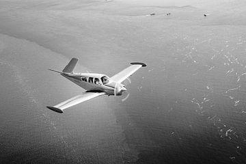 Beechcraft Bonanza V-Tail schwarz und weiß von Planeblogger