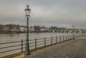 Uitzicht op de Sint Servaasbrug in Maastricht van
