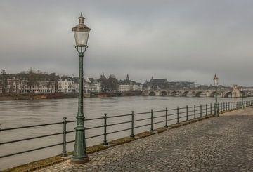 Uitzicht op de Sint Servaasbrug in Maastricht von John Kreukniet