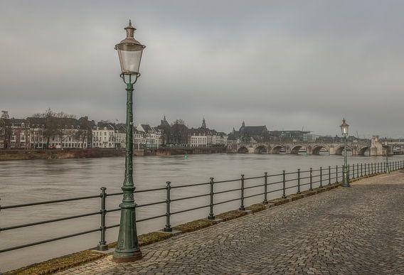 Uitzicht op de Sint Servaasbrug in Maastricht