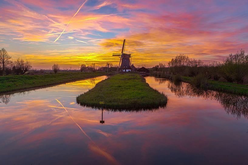Windmolen de Onrust tijdens een prachtige zonsondergang van Sander Hupkes