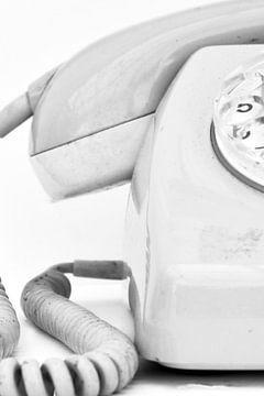 Bild eines alten Plattenspieler-Telefons in Schwarzweiß. von Therese Brals