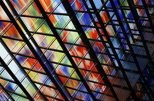 Kleuren in raam gebouw Beeld en Geluid van Huub Keulers