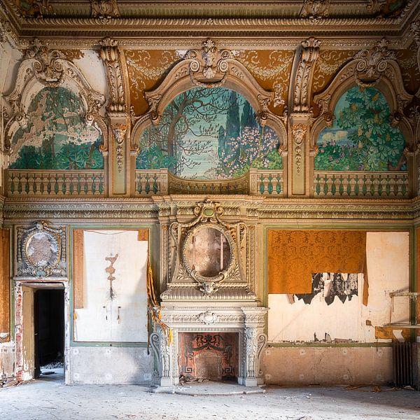 Verlassene Villa mit Kamin. von Roman Robroek