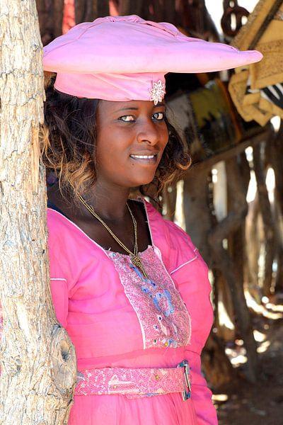 Hererovrouw in Damaraland van Patrick van Emst