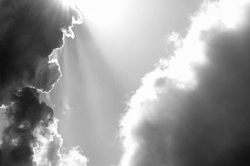 Zwarte en Witte Wolken van Erwin Plug